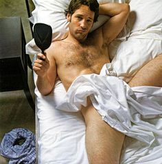 The best photos of Paul Rudd, the American actor best known for starring in Judd Apatow films like Anchorman, Forgetting Sarah Marshall, and The Virgin. Rudd got his st. Paul Rudd, Hottest Male Celebrities, Cute Celebrities, Hot Guys, Sexy Guys, Hot Men, Uma Chance, Men In Bed, Cinema