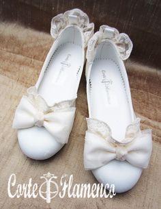 Princess Dress Kids, First Communion, Baby Girl Fashion, Wedding Shoes, Wedding Dress, Converse, Dress Shoes, Girls Dresses, Footwear