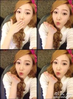 Jessica : Have a lovely day everyone It's...monday!!!!