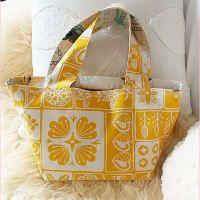 裏付きしっかりトートの作り方♪ - おはよう(*´∇`*) Sewing Tutorials, Sewing Crafts, Fabric Stamping, Pouch Pattern, Japanese Sewing, Diy Purse, Fabric Bags, Handmade Bags, Diy And Crafts