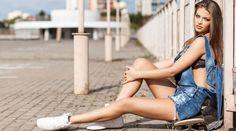Sommertrend Latzhosen – der Styleguide Die gute alte Latzhose kehrt als Trend zurück. Wir verraten in unserem Styleguide Tipps, wie man sie erwachsen und elegant kombiniert.