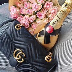 Good morning & happy weekend  Bom dia e um feliz fim de semana  Guten Morgen, ich wünsche euch ein schönes Wochenende  #happyweekend#gucci#guccibag#guccimarmont#moet#moetchandon#champagne#champagnexs#f_p_d#florcomestilo#flordepassion#gucciworld#guccilovers#gucciaddict#myfavoritething#gucciworldwide#guccipurse#