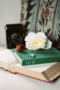 Classic wedding inspiration ⎪Jonathan Kohn⎪see more on: http://burnettsboards.com/2015/09/demure-southern-wedding-home/