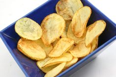 How to Make Potato Chips Using Safflower Oil. Cooking chips in safflower oil may be a healthier alternative than some other oils––a study by Ohio State University found that those who added safflower oil to their diet could possibly imp. Snack Recipes, Cooking Recipes, Snacks, Cooking Chips, How To Make Potatoes, Safflower Oil, How To Make Homemade, Potato Chips, Healthy Alternatives