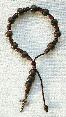 Wood & Cord Women's Rosary Bracelet with Bronze Tone Saint Benedict Crucifix Braided Bracelets, Bracelets For Men, Friendship Bracelet Patterns, Friendship Bracelets, Burlap Roman Shades, St Benedict Cross, Rosary Bracelet, Religious Jewelry, Crucifix