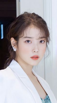 Korean Actresses, Korean Actors, Korean Beauty, Asian Beauty, Iu Hair, Iu Fashion, Foto Pose, Brunette Girl, Korean Celebrities