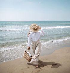 Muslim Fashion, Hijab Fashion, Fashion Outfits, Beach Holiday Outfits, Summer Outfits, Summer Photography, Photography Poses, Outfit Strand, Hijabi Girl