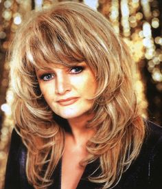 Bonnie Tyler - Born to be a winner Long Hair Cuts, Long Hair Styles, Bonnie Tyler, Iconic Women, Timeless Beauty, Cut And Color, Love Her, Hair Care, Musica
