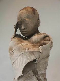 Such a rough refinement Photo Sculpture, Sculpture Clay, Ceramic Figures, Ceramic Art, French Sculptor, Sculptures Céramiques, Ceramic Sculptures, Contemporary Sculpture, Paperclay
