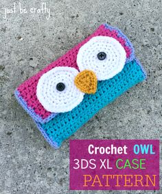 Crochet owl Case Don't own a maybe nice for make-up/crochet needle pouch! Crochet Owls, Crochet Purses, Cute Crochet, Crochet Crafts, Crochet Projects, Knit Crochet, Owl Patterns, Crochet Pencil Case, Tricot Facile