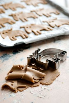 Gingerbread moose. - I want this cookie cutter!!