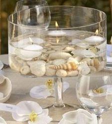 ideas for wedding centerpieces - floating candles over shells or stones Centro de mesa boda