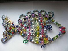 recycle soda tabs - crafts ideas - crafts for kids Soda Tab Crafts, Can Tab Crafts, Bottle Cap Crafts, Crafts For Kids, Bottle Caps, Pop Top Crafts, Pop Can Tabs, Soda Can Art, Recycling