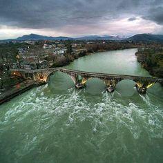Arta's ancient bridge, Epirus Region, Greece - Magnificent view of the Arachthos River from above. Seasons In The Sun, Sandy Beaches, Greece Travel, Roman Empire, Beautiful Islands, Greek, River, Explore, Landscape