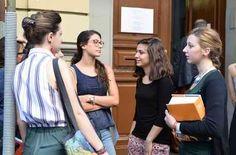 Pessimisti e scoraggiati, per 2 studenti su 3 l'Itaalia non è un paese per i giovani Preoccupati per la loro condizione, poco ottimisti per il futuro, con priorità molto diverse da quelle di chi li rappresenta. Il rapporto tra i giovani e la politica è sempre più conflittuale. Tra i