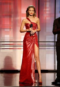 Atelier Versace - AMA's 2016 SELENA Gomez and Gigi Hadid led the way in the fashion stakes at the American Music Awards last night in some gorgeous red gowns. Supermodel Gigi went through many swift outfit changes throughout t… Style Gigi Hadid, Gigi Hadid Outfits, Bella Gigi Hadid, Gigi Hadid Red Dress, Gigi Hadid Dresses, Gigi Hadid Looks, American Music Awards, Atelier Versace, Sexy Dresses