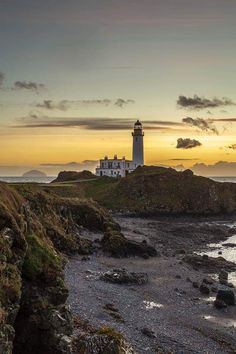 Turnberry (Scotland) by David Long Water Pictures, Cool Pictures, Cool Photos, Beautiful Pictures, Bass Harbor Lighthouse, Lighthouse Lighting, Beacon Of Light, Hans Christian, Am Meer