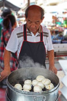 Eat street food in Chinatown, Bangkok, Thailand: http://www.ytravelblog.com/chinatown-bangkok-thailand/