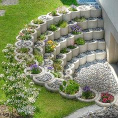 Small Backyard Landscaping Ideas and Design on a Budget # Backyard # Front . Small Backyard Landscaping Ideas and Designs on a Budget # Backyard # Front Yard # Garden Diy Garden, Garden Projects, Cool Garden Ideas, Cool Backyard Ideas, Garden Types, Garden Edging, Garden Planters, Outdoor Projects, House Projects