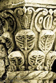 Capitel  Es un elemento dispuesto en la parte superior de una columna y que trasmite las cargas del entablamento o del arco sobre el.
