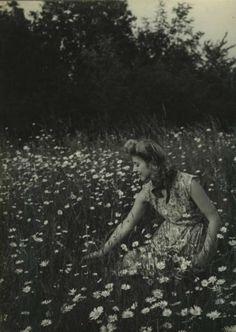 Florence Henri ( 1930s). Vintage Pictures, Old Pictures, Old Photos, Fine Art Photo, Photo Art, Minimalist Theme, Florence Henri, Pinterest Photography, Jesus Painting