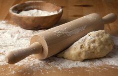 Pizzateig selber machen: Einfache Rezepte mit und ohne Hefe