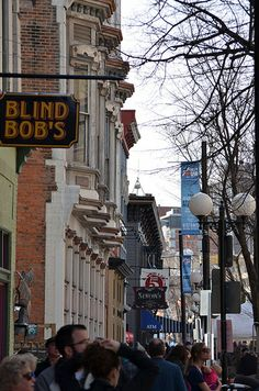 If charming neighborhoods make you swoon, head to the Oregon District. This historic neighborhood seamlessly marries old and new. Chic boutiques, lively bars, and crowded restaurants occupy beautiful Victorian buildings set back from cobblestone streets.