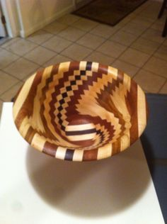 Beautiful vase maple and mahogany Woodturning, Serving Bowls, Decorative Bowls, Vase, Tableware, Beautiful, Home Decor, Wood Turning, Dinnerware