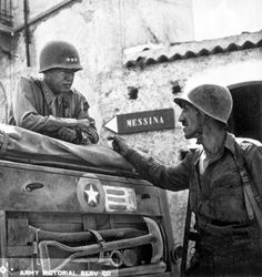 Patton_speaking_with_Lt._Col._Lyle_Bernard,_at_Brolo,_circa_1943.jpg 1.508×1.600 pixels