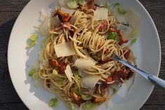 Puistolan bistro: Menu metsän antimista Spaghetti, Menu, Ethnic Recipes, Food, Menu Board Design, Eten, Meals, Noodle, Menu Cards