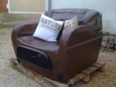 Renault revisited the rusty way in furniture diy with Upcycled Furniture sofa Seat Automotive Interior Decorating Tips, Interior Design Tips, Design Ideas, Automotive Furniture, Automotive Design, Recycled Furniture, Unique Furniture, Sofa Furniture, Furniture Projects