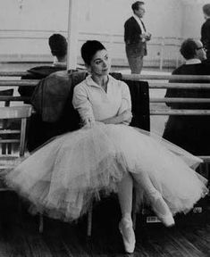 The lovely Margot Fonteyn - such grace, style and fluidity!
