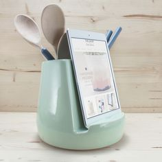 Form meets function in the kitchen. Keep your favorite food blog beside you to guide you while you cook. Designed with the modern, everyday cook in mind, this dock serves as a stand for a tablet or sm
