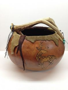 Spirit Deer Gourd Bowl with Antler and Turquoise Arts And Crafts Interiors, Arts And Crafts Projects, Crafts For Teens To Make, Crafts To Sell, Decorative Gourds, Decorative Crafts, Art And Craft Videos, Pipe Cleaner Crafts, Sand Crafts