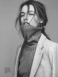 Turtleneck and Blazer Studio Photography Poses, Editorial Photography, Portrait Photography, Fashion Photography, Museum Photography, Vanity Fair, Pose Portrait, Style Photoshoot, Wispy Hair