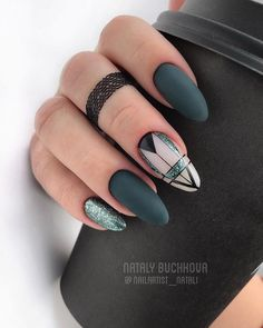 Geometric nail art designs look beautiful and chic on short and long nails. Geometric patterns in any fashion field are the style that fashionistas dream of. This pattern has been popular in nail art for a long time, because it is easy to create in n French Tip Nail Designs, Elegant Nail Designs, Elegant Nails, Nail Art Designs, Nails Design, Classy Nails, Design Art, Design Ideas, Rose Gold Nails