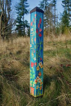 Flower Power Art Pole 3 Foot – Painted Peace - the Art of Stephanie Burgess Garden Crafts, Garden Projects, Mosaic Projects, Pallet Projects, Outdoor Art, Outdoor Gardens, Outdoor Ideas, Flower Power, Summer Flower Arrangements