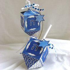 Very nice dreidels Jewish Hanukkah, Hanukkah Crafts, Hanukkah Food, Hanukkah Decorations, Gold Christmas Decorations, Hannukah, Happy Hanukkah, Holiday Crafts, Hanukkah Lights