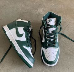 Dr Shoes, Swag Shoes, Nike Air Shoes, Hype Shoes, Me Too Shoes, Jordan Shoes Girls, Girls Shoes, Mein Style, Aesthetic Shoes