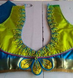 Hand Work Blouse Design, Simple Blouse Designs, Blouse Back Neck Designs, Silk Saree Blouse Designs, Bridal Blouse Designs, Blouse Patterns, Dora Pictures, South Indian Blouse Designs, Mehendi Photography