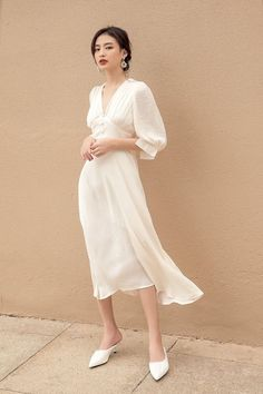 classy outfit simple and feminine Mode Outfits, Dress Outfits, Casual Dresses, Fashion Dresses, Dress Up, Chic Dress, Dress For Summer, Simple Summer Dresses, Simple White Dress