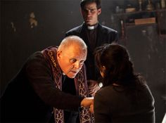 Colin O Donoghue Anthony Hopkins in The Rite. Best Horror Movies, Classic Horror Movies, Good Movies, Horror Films, The Rite Movie, I Movie, Anthony Hopkins, Colin O'donoghue, O Ritual