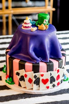 Mad Hatter Tea Party Ideas - Entertaining Diva @ From House To Home Alice In Wonderland Tea Party Birthday, Alice In Wonderland Cakes, 15th Birthday, Birthday Cakes, Diy Party, Party Ideas, Easy Party Decorations, Mad Hatter Tea, Novelty Cakes