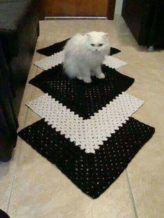 tapetes de crochê preto e branco para corredor