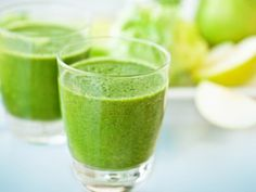 If you're trying to eat healthier these days, you can't beat the Green Goddess Smoothie. This nutrient-packed smoothie is a naturally sweet way to start your day. Check out this smoothie recipe! Smoothie Pomme Kiwi, Vitamin Smoothie, Smoothie Detox, Juice Smoothie, Smoothie Drinks, Healthy Smoothies, Healthy Drinks, Healthy Recipes, Healthy Detox