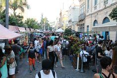 Todo primeiro sábado do mês, a Rua do Lavradio,no centro do Rio, recebe a Feira do Rio Antigo. O evento reúne cerca de 30 mil pessoas a cada edição e conta mais de 400 expositores
