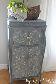 1920 Victor Victrola Cabinet Painted using by hymnsandverses
