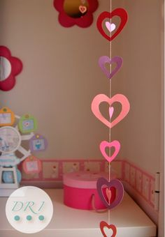 i want hearts all over my room! Paper Heart Garland, Paper Flower Garlands, Valentine's Day Crafts For Kids, Craft Activities For Kids, Valentines Day Decorations, Valentine Day Crafts, Paper Crafts, Diy Crafts, Holidays And Events