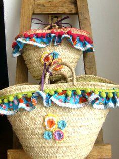 Mother and daughter portuguese handmade straw bags by APegaRabuda, Lovely beach bag of portuguese straw. For mother and daughter. Diy Clothes Bag, Pom Pom Purse, Hessian Bags, Flower Bag, Straw Handbags, Craft Bags, Basket Bag, Denim Bag, Summer Bags
