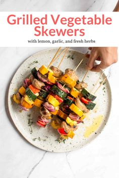The best grilled vegetable kabobs in a tasty lemon, garlic, and herb marinade. Ready in 15 minutes! Make them with all your favorite vegetables. This healthy recipe from Slender Kitchen is MyWW SmartPoints compliant and is gluten free, low carb, paleo, vegan, vegetarian and Whole30. #sidedish #kidfriendly #quickandeasy Healthy Eating Recipes, Lunch Recipes, Appetizer Recipes, Vegetarian Recipes, Picnic Recipes, Healthy Dinners, Vegetable Recipes, Grilled Vegetable Skewers, Grilled Vegetables